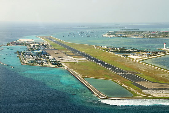 Malé international airport auf der insel hulhulé nahe malé der
